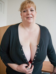 Blonde fatty in a red bra takes out her enormous boobs - Picture 2