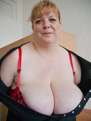 Blonde fatty in a red bra takes out her enormous boobs - Picture 5