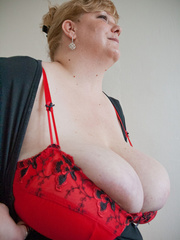 Blonde fatty in a red bra takes out her enormous boobs - Picture 6