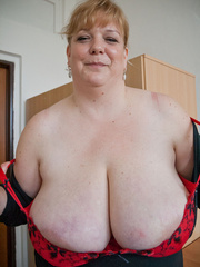 Blonde fatty in a red bra takes out her enormous boobs - Picture 8