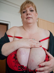 Blonde fatty in a red bra takes out her enormous boobs - Picture 10