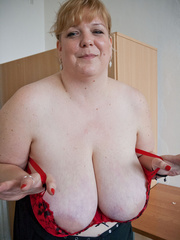 Blonde fatty in a red bra takes out her enormous boobs - Picture 13
