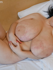 Big-titted brunette gipsy takes off her white lace - Picture 14