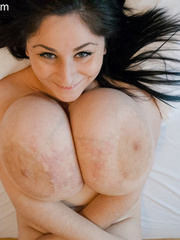 Big-titted brunette gipsy takes off her white lace - Picture 15