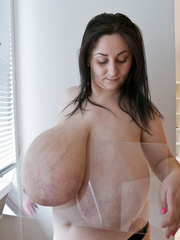 Brunette mature slut with macromastia posing topless - Picture 6