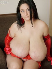 Brunette plump chick in sexy red lingerie and glove - Picture 8