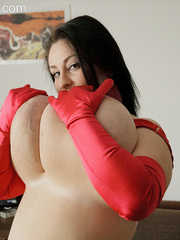 Brunette plump chick in sexy red lingerie and glove - Picture 15