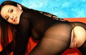 Stunning looking sluts with gorgeous bodies kissing passionately. - XXXonXXX - Pic 2
