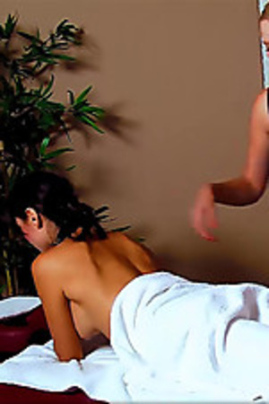 Lusty black haired beauty with gorgeous body receiving a nice oil massage. - XXXonXXX - Pic 3
