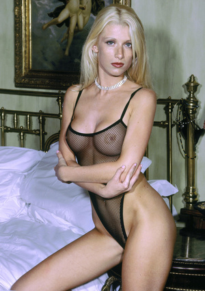 Elegant blonde beauty with lusciously formed body exposing herself passionately. - XXXonXXX - Pic 4