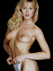 This classy girl loves to expose her lusciously - XXXonXXX - Pic 2