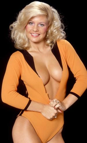 Stunning classy blonde exposing her gorgeously formed body passionately. - XXXonXXX - Pic 1
