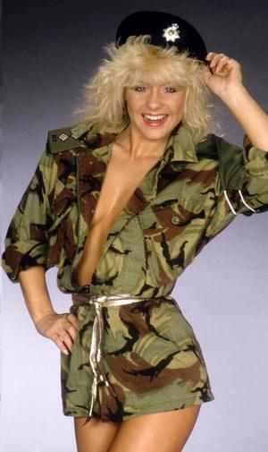 Stunning classy blonde exposing her gorgeously formed body passionately. - XXXonXXX - Pic 3