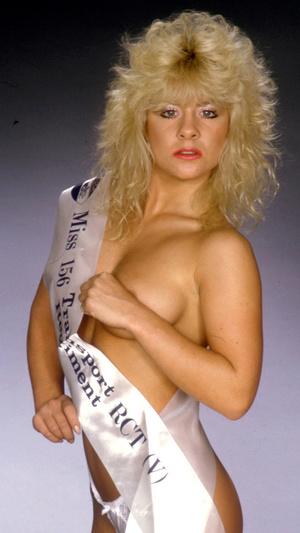 Stunning classy blonde exposing her gorgeously formed body passionately. - XXXonXXX - Pic 5