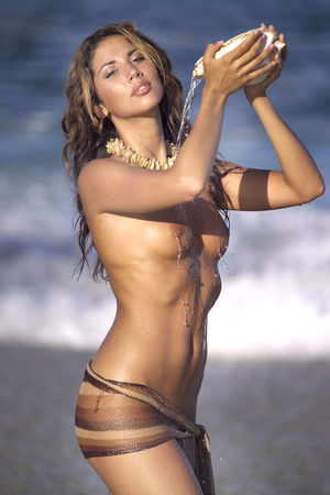 Exotic brunette babe with slender body exposing herself at the beach. - XXXonXXX - Pic 7
