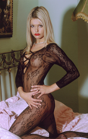 Wild blonde cowgirl with lusciously formed body exposing herself lustfully. - XXXonXXX - Pic 2