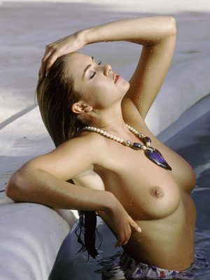 Elegant classy blonde with gorgeously formed body exposing her body. - XXXonXXX - Pic 9