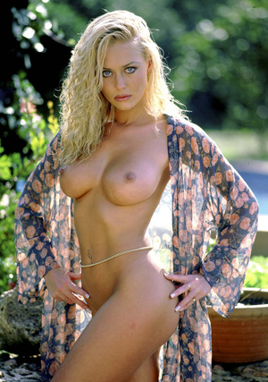 Stunning classy blonde with athletic body and gorgeously big tis displaying herself outdoor. - XXXonXXX - Pic 5