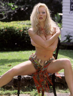 Naughty classy blonde with insanely fit body exposing herself outdoor. - XXXonXXX - Pic 10
