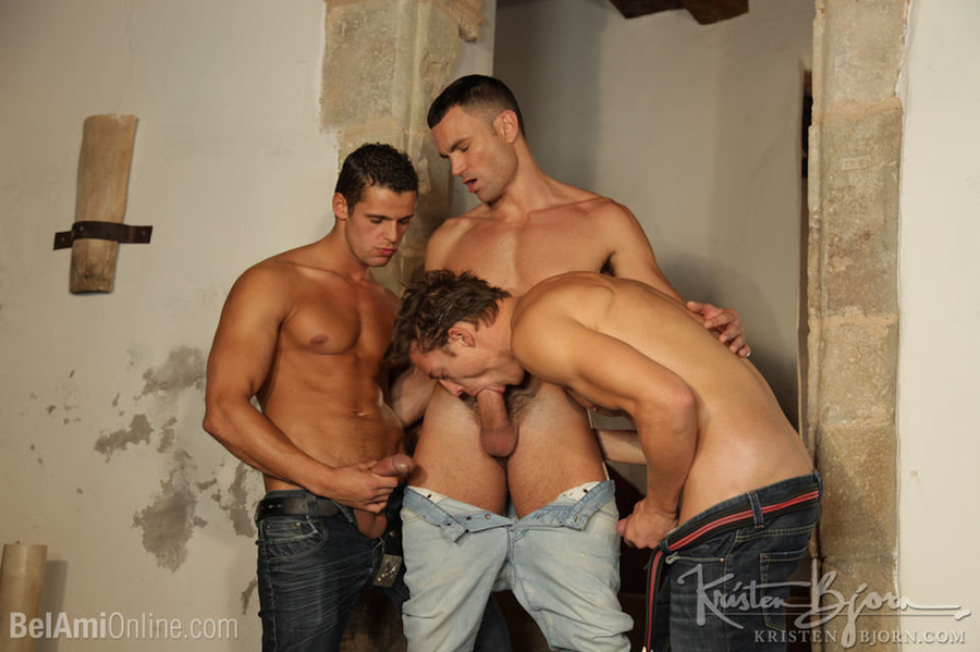 Wild Guys Sucking Their Big Dicks And Fucking Each Other In A Threesome. - XXXonXXX - Pic 4