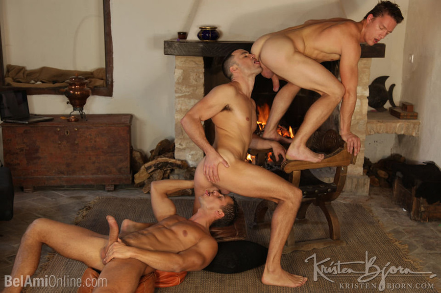 Wild Guys Sucking Their Big Dicks And Fucking Each Other In A Threesome. - XXXonXXX - Pic 11
