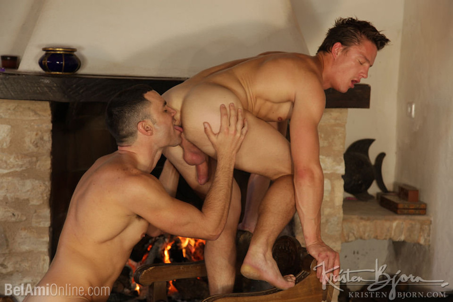 Wild Guys Sucking Their Big Dicks And Fucking Each Other In A Threesome. - XXXonXXX - Pic 13