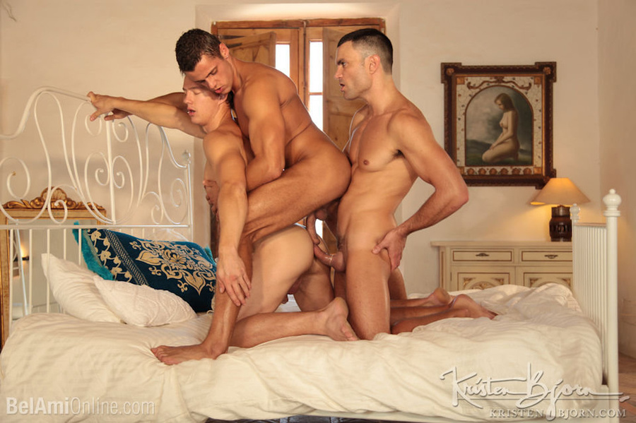 Wild Guys Sucking Their Big Dicks And Fucking Each Other In A Threesome. - XXXonXXX - Pic 20