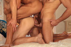 Wild Guys Sucking Their Big Dicks And Fucking Each Other In A Threesome. - Picture 21