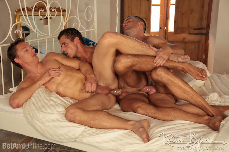 Wild Guys Sucking Their Big Dicks And Fucking Each Other In A Threesome. - XXXonXXX - Pic 22