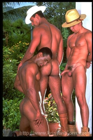 Wild Muscular Gays Fucking With Each Other And Sucking Each Other Off In A Interracial Threesome. - XXXonXXX - Pic 5