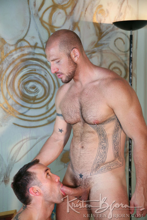 Muscular hot dude swallowing each others dicks and fucking with each other. - XXXonXXX - Pic 4