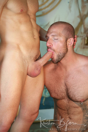 Muscular hot dude swallowing each others dicks and fucking with each other. - XXXonXXX - Pic 8