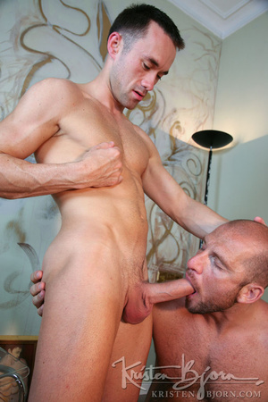 Muscular hot dude swallowing each others dicks and fucking with each other. - XXXonXXX - Pic 11