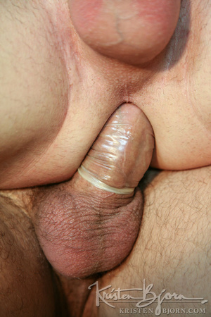 Muscular hot dude swallowing each others dicks and fucking with each other. - XXXonXXX - Pic 27