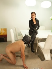 Masked naked dude getting humiliated and jeered by - XXXonXXX - Pic 4