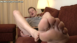 This sexy guy just loves to expose his luscious feet. - XXXonXXX - Pic 1