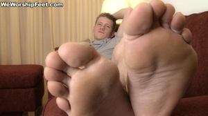 Hot looking guy displaying his gorgeously formed feet. - XXXonXXX - Pic 2
