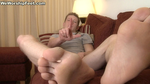 Hot looking guy displaying his gorgeously formed feet. - XXXonXXX - Pic 4