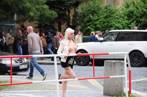 Blonde hot beauty exposing her stunning boobs in public. - XXXonXXX - Pic 1