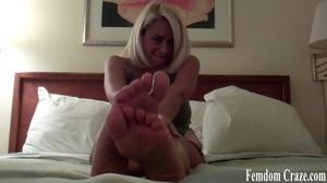 Busty babe in green tanktop dangles her alluring feet - XXXonXXX - Pic 5
