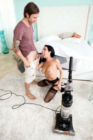 Big-titted sexy milf in stockings and li - XXX Dessert - Picture 6