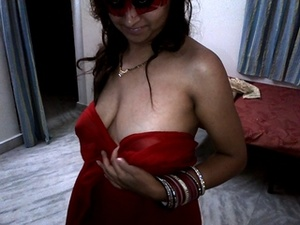 This horny black haired indian love to expose her gorgeous body. - XXXonXXX - Pic 4