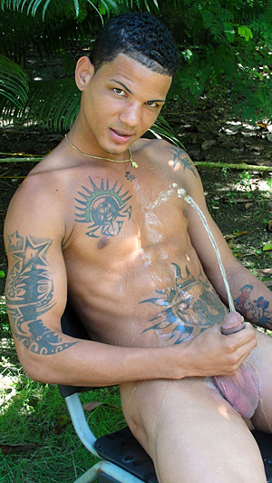 Hot pics of latino dudes pissing on themselves - XXXonXXX - Pic 7