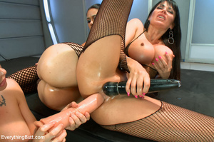 Three hot beautifies with curvy butts us - XXX Dessert - Picture 14