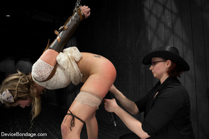 Damsel gets caged in wooden device on fl - XXX Dessert - Picture 4