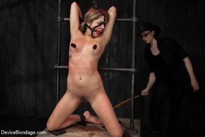 Damsel gets caged in wooden device on fl - XXX Dessert - Picture 13