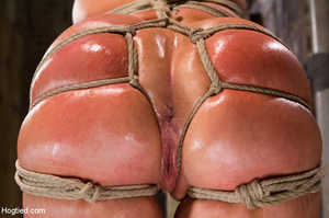 Blonde with big hot tits and butt tied w - XXX Dessert - Picture 8
