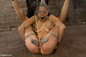 Hot babe yell sweet pain as she is folde - XXX Dessert - Picture 14