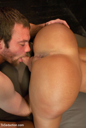 Lusty shemale sucks cock and guy blows h - XXX Dessert - Picture 10