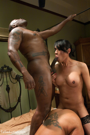 Black dude joins sexy chick and shemale  - XXX Dessert - Picture 12